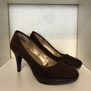 Bandolino Camellias Brown Suede Pumps